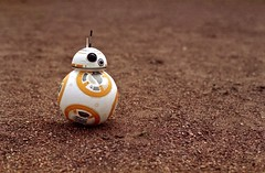 BB8 on stage (Nicolas -) Tags: orange inspiration cinema france color cute celebrity film ball movie robot starwars sand stage grain sable scene 200iso hero 135 figurine expired couleur boule heros fujicolor c41 pellicule yvelines scne 24x36 nicolasthomas bb8