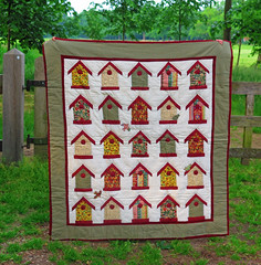 Quilt - bird houses (katrinchen59) Tags: pattern colours quilt needlework sewing fabric patchwork muster handycraft farben kleuren naaien stoffe nhen patroon creatief stof vogelhuschen handarbeit birdhous vogelhuisjes quilten