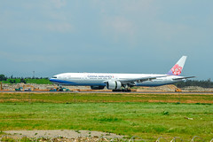 _MG_7282 (waychen_c) Tags: rctp tpe taoyuan dayuandistrict 桃園 桃園機場 大園區 airplane boeing 777 777300er chinaairlines 中華航空 華航 b18006 aircraft