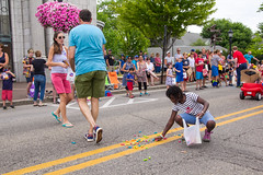 2016 East Grand Rapids Independence Day Parade July 04, 2016 24 (stevendepolo) Tags: children candy parade spill 4thofjuly independenceday grabbing egr eastgrandrapids gaslightvillage tonybaker lourdie