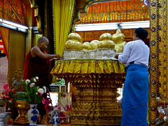 What is that ???? I asked myself !!!! (rainy city) Tags: myanmar inlelake goldleaf shanstate fivebuddhas hpaungdawupagoda