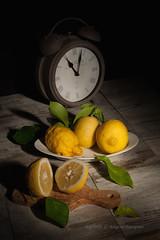 Sorrento sud (Ag-NO3 Angelo Sampino) Tags: life  yellow rustico still lemon nikon giallo angelo stillife sorrento frutta tavolo cibo luce limoni sveglia composizione verdura agno3 soffuso d700 sampino angelosampino