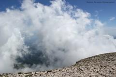 tra le nuvole (Roberto Tarantino EXPLORE THE MOUNTAINS!) Tags: parco 2000 nuvole neve alta monte amici montagna marche umbria cresta sibillini vettore quota metri