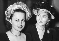 BE038346 (jorgecoronel) Tags: adult american british caucasianethnicity celebrities european female headandshoulders humanrelationships joanfontaine lookingatcamera midadult midadultwoman northamerican oliviadehavilland people performingarts portrait prominentpersons siblings sister two twopeople westerneuropeanculture westerneuropeandescent women