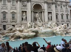 Trevi Fountain in Roma - Italia. (hanna_astephan) Tags: roma rome italia italy travel trevifountain people tourists tourism statue
