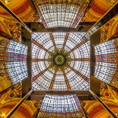 Galerie Lafayette Mirrors (USpecks_Photography) Tags: paris glass colors architecture square mirror lafayette galerie cupola dome artdeco kuppel canonefs1022mmf3545usm glassdome cupole galerielafayette architecturalgeometry noblearchitecture