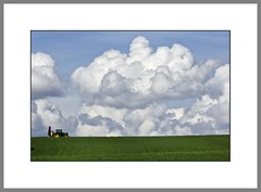 Bis zu den Wolken...  (to the clouds...) (alfred.hausberger) Tags: clouds traktor landwirtschaft felder wolken frhling rottal updatecollection