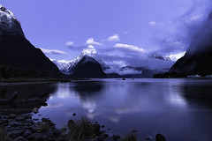 Milford Sound, Fiordland, New Zealand, Oct 2013 (Célia Mendes Photography) Tags: ocean newzealand mountains praia beach clouds sunrise reflections landscape boats mar barcos piers silhouettes playa paisaje pebbles paisagem amanecer nubes nuvens bluehour reflexos siluetas montanhas reflejos montañas oceano novazelândia cais nascerdosol nuevazelanda silhuetas guijarros seixos 2013 horaazul