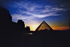 Le Louvre - Paris 2011 (romain@pola620) Tags: sunset paris film night analog 35mm lomo lca lomography nightshot louvre nightime analogue pyramide argentique pellicule nightonearth