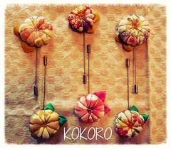 AGUJONES BRONCE CON FLOR JAPONESA HECHA A MANO. (KOKORO Heartmade) Tags: adorno broche flor kokoro japn complemento kanzashi agujn