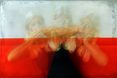 no evil (1crzqbn) Tags: longexposure red motion color texture stripes 7d p selfie noevil hss hmam onewisemonkey 1crzqbn