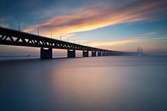 Øresundsbroen (Kent 40D) Tags: sky sol bro hav solnedgang øresund øresundsbroen farver