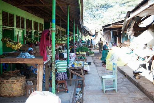 """Malindi_Mercato (6 di 13) • <a style=""""font-size:0.8em;"""" href=""""http://www.flickr.com/photos/121308622@N02/13995387074/"""" target=""""_blank"""">View on Flickr</a>"""