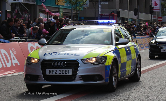 blue ireland lights estate police led vehicle leds service roads emergency northern audi a6 giro unit sirens officers ditalia 2014 rpu policing psni 3062 mfz