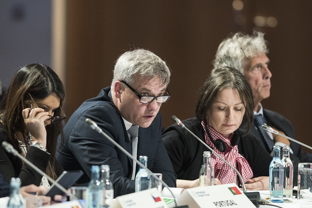 Jerzy Szmit makes a point at the Closed Ministerial Session