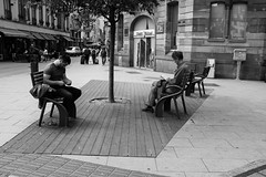 _DSF0363 (Marion H Photo) Tags: street city people white black monochrome photography live fujifilm x100t