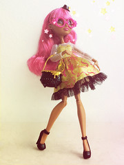 Bewitched (Rainbowdoom) Tags: gingerbreadhouse mattel eah everafterhigh