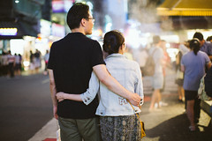 WIL_7533 (WillyYang) Tags: street 50mm couple taiwan streetphotography taipei 50mmf12 50l 50mmf12l 5d3 5dmark3 canon5d3 canon5dmark3
