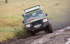 Safari challenge (KronaPhoto) Tags: safari drive car utfordring challenge slippery glatt sle bil landrover tour turist tourist explore natur nature tanzania serengeti people