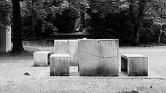 Picknick (Nilfisk) Tags: uni bochum beton picknick tische