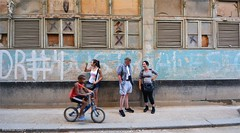 Calle de la Habana (elwandajo) Tags: havana habana cuba misley rodriguez fernandez eduardo vertti lechuga ciudad vieja gente urban