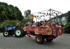 DSCN4072 (2) (Rhoon in beeld) Tags: new tractor holland parade rhoon indianen dorpsdijk