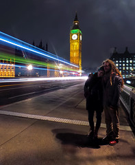 Couple on Westminster Bridge (Anatoleya) Tags: longexposure bridge light london westminster long exposure traffic samsung bigben clocktower galaxy hdr youandme anatoleya ekgc100
