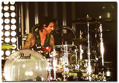 Tommy Lee flashin' them dimples! (KarinaInTO) Tags: concert heavymetal motleycrue