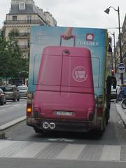Valise  roulettes (Juin 2013) (Ostrevents) Tags: street paris france bus car pub europa europe humour case capitale rue publicit rivoli valise chn advertissement ostrevents
