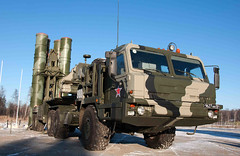 "S-400 Triumf (5) • <a style=""font-size:0.8em;"" href=""http://www.flickr.com/photos/81723459@N04/9815419626/"" target=""_blank"">View on Flickr</a>"