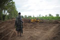 2013_11_10_Afgoye_Road_Works_D.jpg (AMISOM Public Information) Tags: africa road farmers soldiers ist roadwork somalia sna africanunion afgooye afgoye amisom roadgrading tobinjones