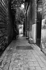 Bell Alley, Willenhall 13/10/2013 (Gary S. Crutchley) Tags: street uk travel england urban bw white black west heritage history clock monochrome angel ed mono town inn alley nikon memorial raw place bell market britain dr united country great kingdom s tonks and local af nikkor passage townscape staffordshire westmidlands walsall midlands d800 blackcountry 1635mm willenhall f40g walsallweb walsallflickr