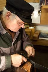 Sattler (ustrassmann) Tags: freilichtmuseum bergischesland mtze handwerk sattler lindlar adventimmuseum lvrfreilichtmuseumlindlar bergischemtze