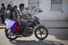 * (Gwenal Piaser) Tags: street family famille india bike backlight canon eos 85mm motorbike moto usm february fullframe rue canoneos 1000 contrejour inde pondicherry 6d 2014 85mmf18 pondichry 24x36 ef85mm ef85mmf18usm canonef85mmf18usm ef85mmusm eos6d puducherry   unlimitedphotos canonef85mm118usm canoneos6d gwenaelpiaser