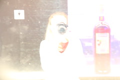 Spiegelung2 (corinnahuber85) Tags: gasteig deutsches museum gleis brücke brille obst gast auto zucker liebe spirituosen glas licht hand abstrakt blau laufen fotografieren alkohol weinglas bar nudeln bunt verwischt zoom
