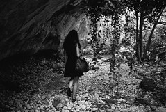 walking in anapo valley (gorbot.) Tags: blackandwhite valley gorge cave roberta necropolis lightroom rangefindercamera mmount leicam8 voigtlander28mmultronf19 vscofilm riservanaturaleorientatapantalica