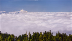 ..Up above the clouds.. (Ravisankar RP) Tags: travel usa clouds oregon nikon 85mm sunny mthood d600 timberlinelodge 85f14d ravisankar
