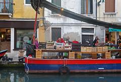 DSC01538 (Tintenfischkleber) Tags: venice italy fruits shop canal ship sony sigma venezia venedig nex 5n 30f14