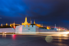 Wat Phra Kaew (Dr.Bullshit) Tags: road longexposure light sky building bus car landscape asian thailand temple town twilight asia bangkok buddha taxi landmark thai land th bkk