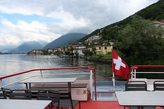en route pour Morcote (bulbocode909) Tags: rouge tessin suisse maisons bateaux bleu arbres nuages paysages drapeaux