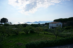 Bay of the Poets from Montemarcello (Nevica) Tags: sun house water clouds islands casa horizon isola montemarcello bayofthepoets