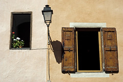 France (Brianon), 2011 (Joseff_K) Tags: france window lamp lampe streetlamp balcony shutter balcon lampadaire fentre briancon volet