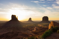 monument valley utah (FiPremo) Tags: usa color monument america sunrise alba valley