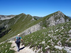 Approaching Monte Pratillo from Pizzo Deta (markhorrell) Tags: walking lazio apennines montiernici