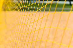 Yellow meets Green (*Capture the Moment*) Tags: green net yellow beachvolleyball gelb grn minimalism netz 2016 minimalismus farbdominanz sonya7ii sonysel90m28g