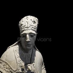 Obispo II (Gallo Quirico) Tags: sculpture olympus escultura bishop zuiko e5 obispo astorga 714mm