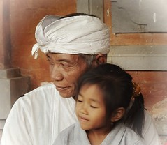 (scinta1) Tags: family portrait people bali man girl face indonesia temple child character traditional grandfather ceremony oldman kampung pura keluarga kintamani 2015 kakek kedisan udeng