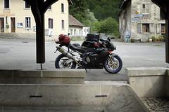 Pause in Glre (MoJo_3016) Tags: trip travel france sport landscape frankreich factory tour getaway twin unterwegs motorbike journey moto motorcycle motor sportbike impressions impressionen backroad landschaft francia ontheroad touring montbliard paesaggio rsv reise aprilia enroute motocicleta supersport motocycle motorrad mille motorcykel doubs motocicletta motocyclette kurven motociclo aprlia motorrijwiel mache nebenstrasen landstrassen nebenstrassen bourgognefranchecomt motoimpressionen