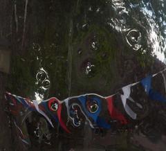 Hier en daar wat deuken. (Knoffelhuisie Photography.) Tags: blauw rood wit verkeersbord verkeersspiegel elementsorganizer