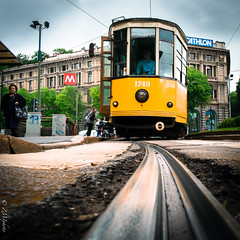 Tramway [explorer # 12.05.13] (zmi66 - ZMIphoto) Tags: trip light people milan art square raw fujifilm printemps italie carr carre xe1 lensfujinonxf18mm2r